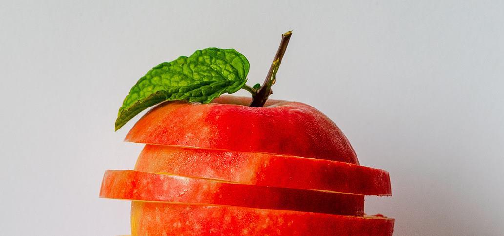 Isečena crvena jabuka