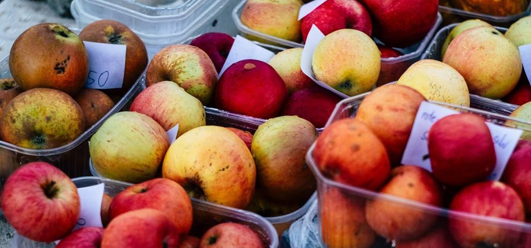 Jabuke, crvene i žute